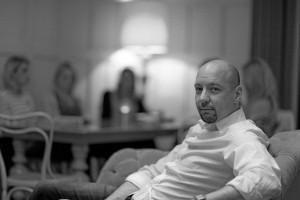 Dr. Alexander Noll leitet als Psychotherapeut eine Privatpraxis in Berlin und gibt Seminare und Workshops in ganz Deutschland.