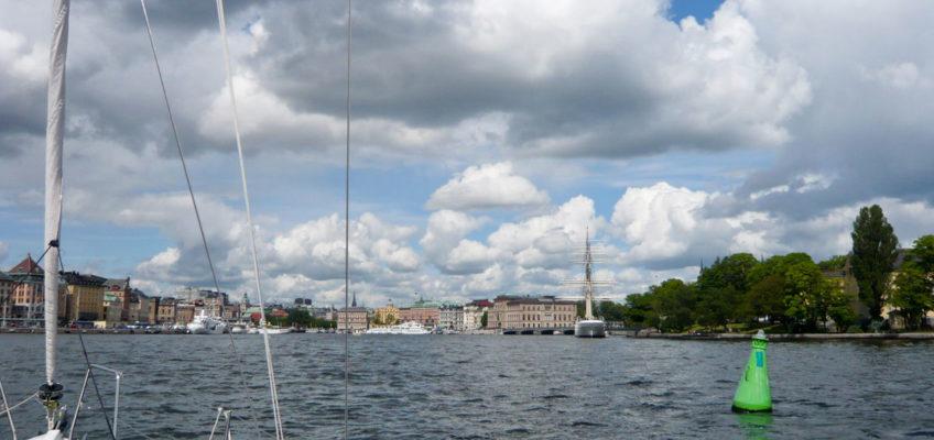 Segeln Schärengarten - Anfahrt auf Hafen von Stockholm
