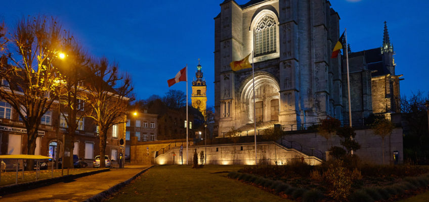 Kulturhauptstadt Mons Collegiale Sainte Waudru Außenaufnahme