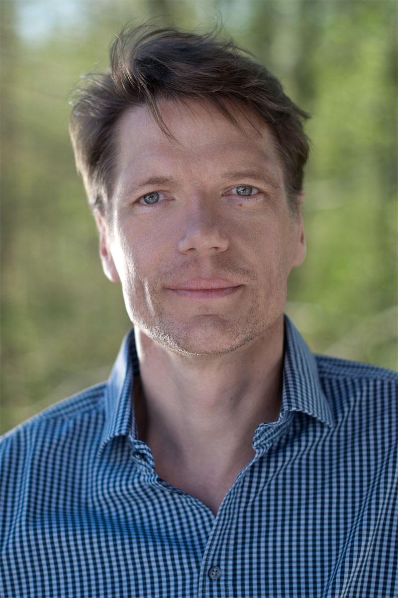 Portraet Dr Joerg Raewel, Soziologe Journalist, Sozialwissenschafter, Zuerich