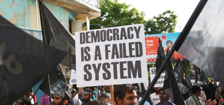 Moral und Terror - Öffentliche Antidemokratie und Pro Sharia Demonstration im Jahr 2014 auf den Malediven