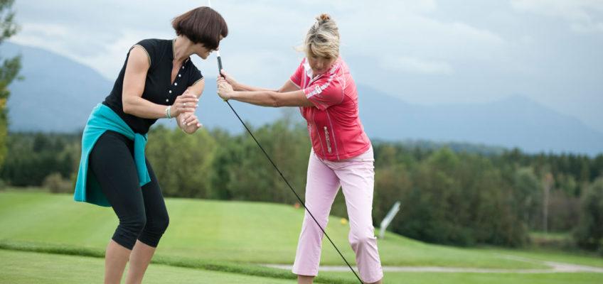 Kirsten Renner beim Personal Golf Training für den perfekten Schwung