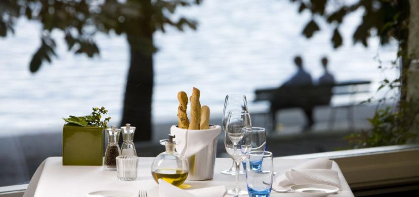 Dinnieren direkt am Vierwaldstättersee - Terrasse des Palace Luzern