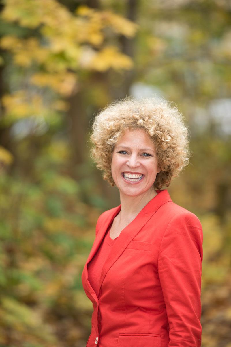 Christiane Brammer eröffnet das Hofspielhaus in München