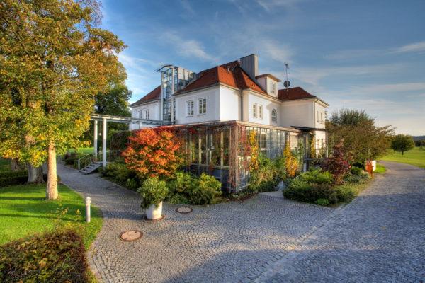 Das Gründerzeitclubhaus des GC Wörthsee sorgt für eine einmalige Ambiente - nur eines von vielen Indizien für die homogen hohe Qualitätsstruktur.