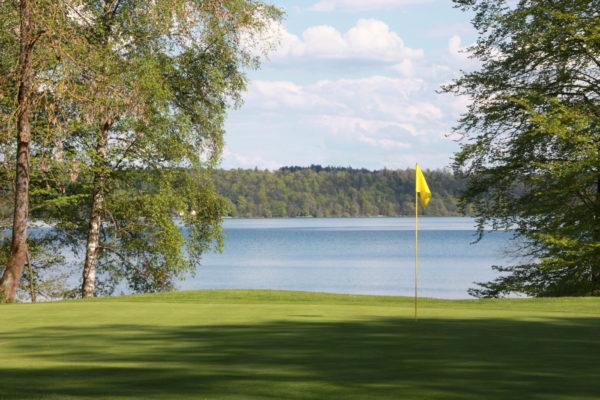 Ein Golfrunde durch ein Landschaftsgemälde - Der Traditionsclub Feldafing ist direkt am Westufer des Starnberger Sees gelegen und bietet atemberaubende Ausblicke