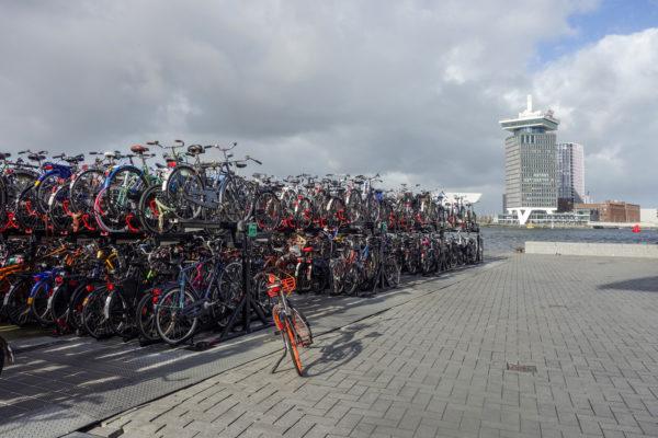 das Velo ist Verkehrsmittel Nr.1 in Amsterdam. Wichtig ist dabei, sich seinen Stellplatz zu merken